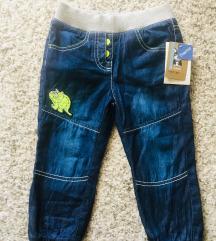 Nove s etiketom dječje hlače vel 92