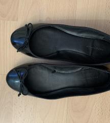 ZARA crne lakirane balerinke