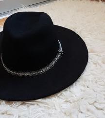 Sniženoo 90 kn! 🖤 STRADIVARIUS šešir