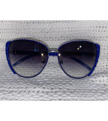 Plave sunčane naočale