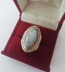 Prsten mjesečev kamen