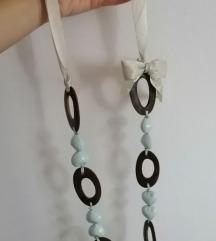 Ogrlica od drvenih elemenata