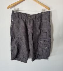 Kratke karirane hlačice 38
