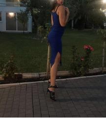 Duga plava uska haljina, bretele, prorez