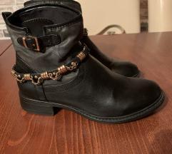 Kožne crne čizme gležnjače