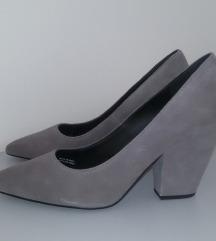 rezz. Nove kožne cipele Benetton 40
