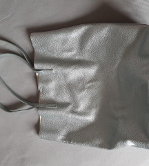 Bershka srebrna torba