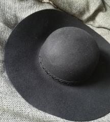 Novi crni šešir