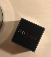 Huda Beauty Loose Powder (Cupcake)