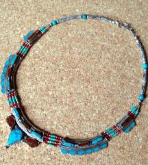 antikna ogrlica s poludragim kamenjem