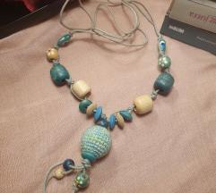 Ljetna ogrlica s plavim perlicama