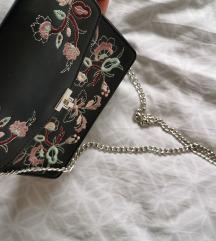 Mala torbica sa cvijetnim uzorkom
