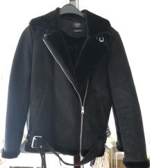 Crna jakna C&A