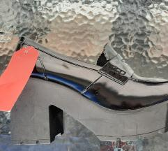 novo!! crne lakirane cipelice vel 41 99KN