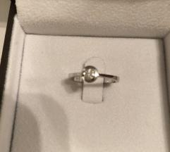 Novi prsten bijelo zlato i briljant