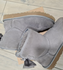 rezz Ugg Mini Bailey Bow 2
