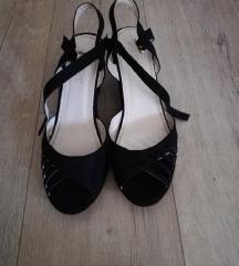Crne sandale na punu petu