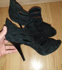 Nove sandalee