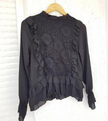 Crna prekrasna bluza s čipkom i volanima