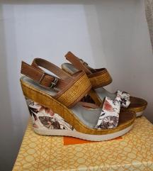 Kozne sandale na punu petu
