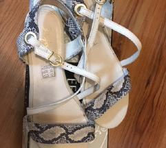 Kožne bež sandale s zmijskim uzorkom