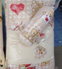 Nova posteljina i ogradica za bebe