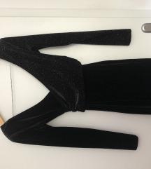 Šljokasto plišana crna haljina
