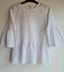 Bijela izvezena bluza