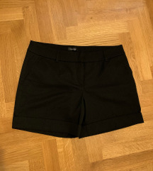 Crne kratke hlače na crtu