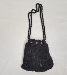 Torbica s crnim perlicama