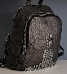 Metalik sivi ruksak