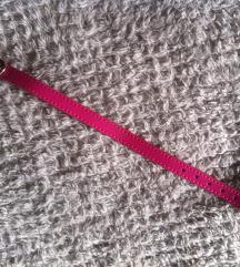 Nova roza ogrlica za malog psa