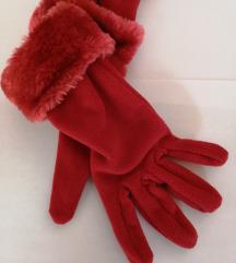 Crvene zimske rukavice