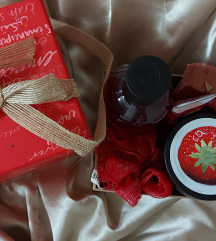 The Body Shop Jucy Strawberry Gift Set