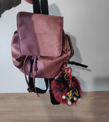novi mini ruksak + poklon privjesci