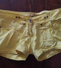 Žute kratke hlačice