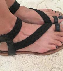 ZARA crne sandale rimljanke