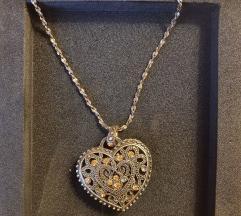 Ogrlica medaljon u obliku srca