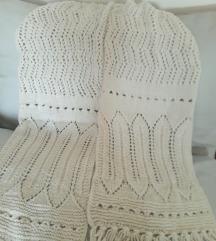 Bijeli vuneni ručno pleteni šal