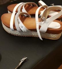 Sandale mass 38 velicina