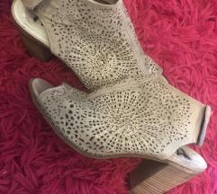 Bež kožne moderne cipele na petu