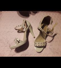 Bež Pitarosso lakirane sandale nenošene