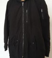 Nova H&M Divided crna jakna/parka s krznom