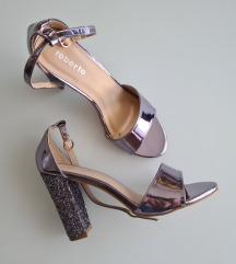 Sandale na visoku debelu petu