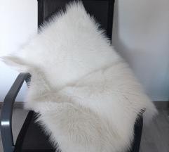 Bijeli čupavi tepih