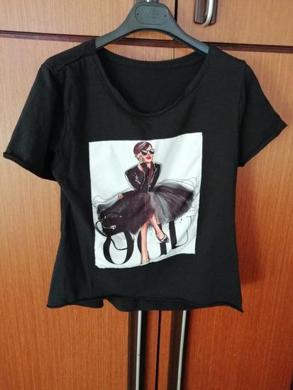 Crni T-shirt s aplikacijom - novo