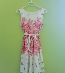 Bijela haljina s rozim laticama