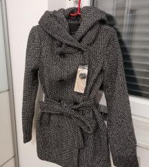 Novi kaput s etiketom