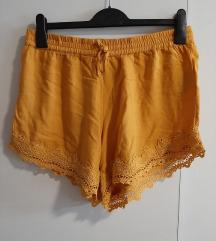 Kratke hlače s čipkom