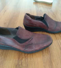 Nove kožne cipele bordo boje 39